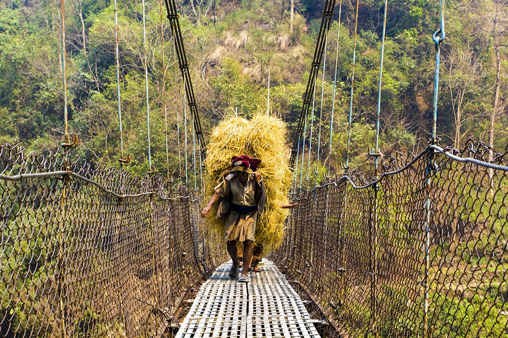 Так доставляють вантажі в Непалі