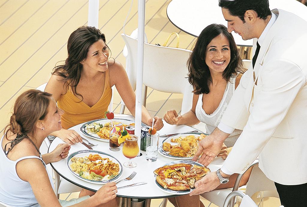 Голодним на лайнері залишитись неможливо. Крім двох розкішних ресторанів a la carte, є величезний ресторан типу «шведський стіл». Працює майже цілодобово. А якщо набридло, можна піти у платні ресторани і поїсти за гроші. І теж є з чого вибирати – від маленького затишного «домашнього» ресторанчика на кілька столиків до стейк-хауза чи піцерії