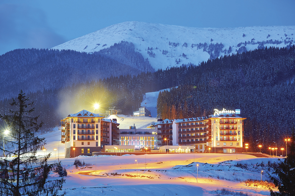 radisson-bukovel_winter-night