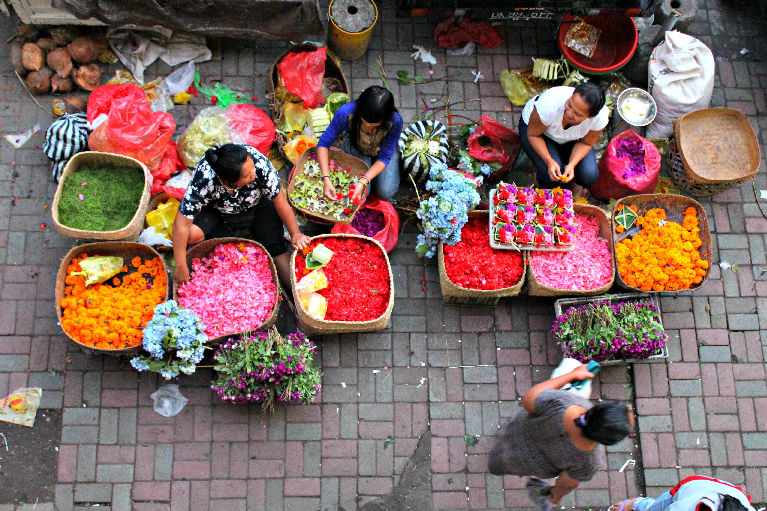 ubud_morning_market_flower_sellers