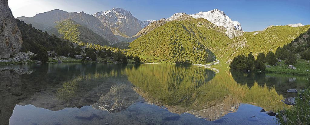 У Фанські гори їдуть, щоб милуватись озерами в оточенні гір