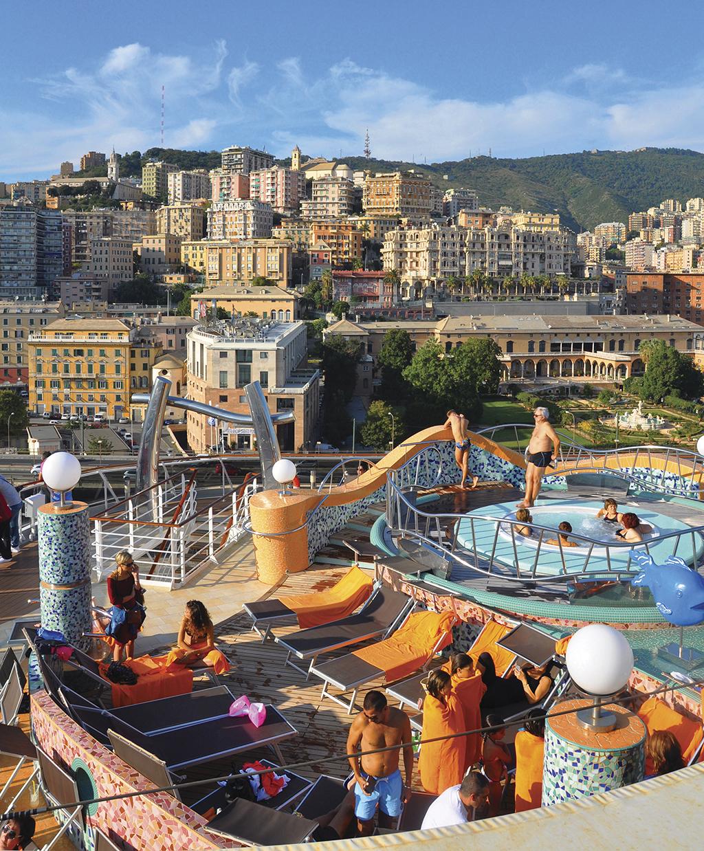 Джакузі на лайнері з видом на Геную