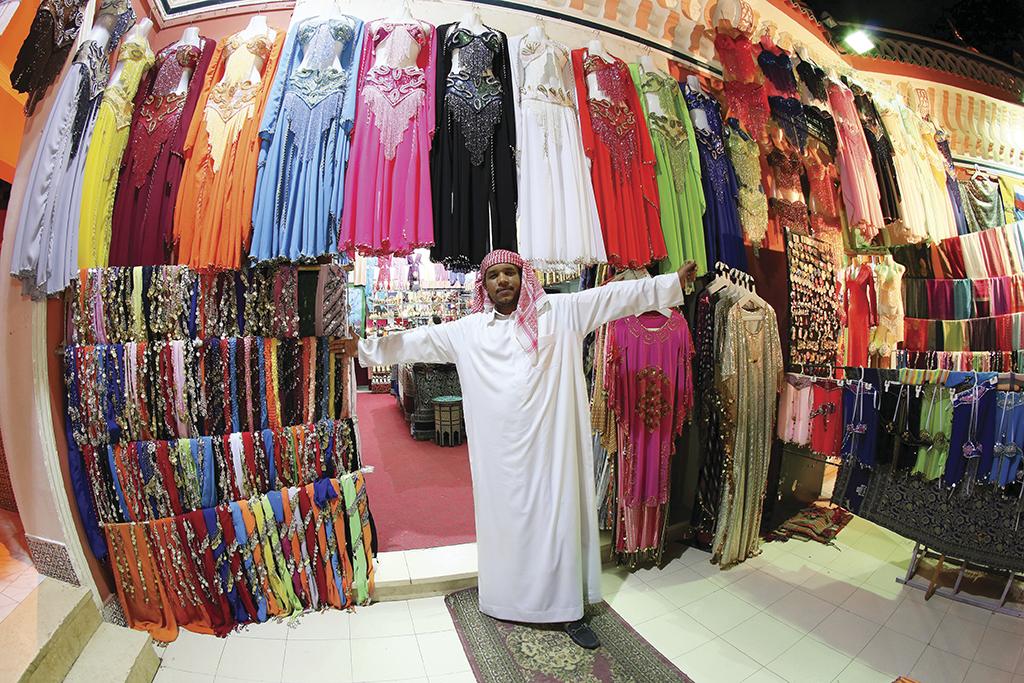 Нічна вилазка у Старий Шарм: різнобарвний шопінг і хлопці на верблюдах