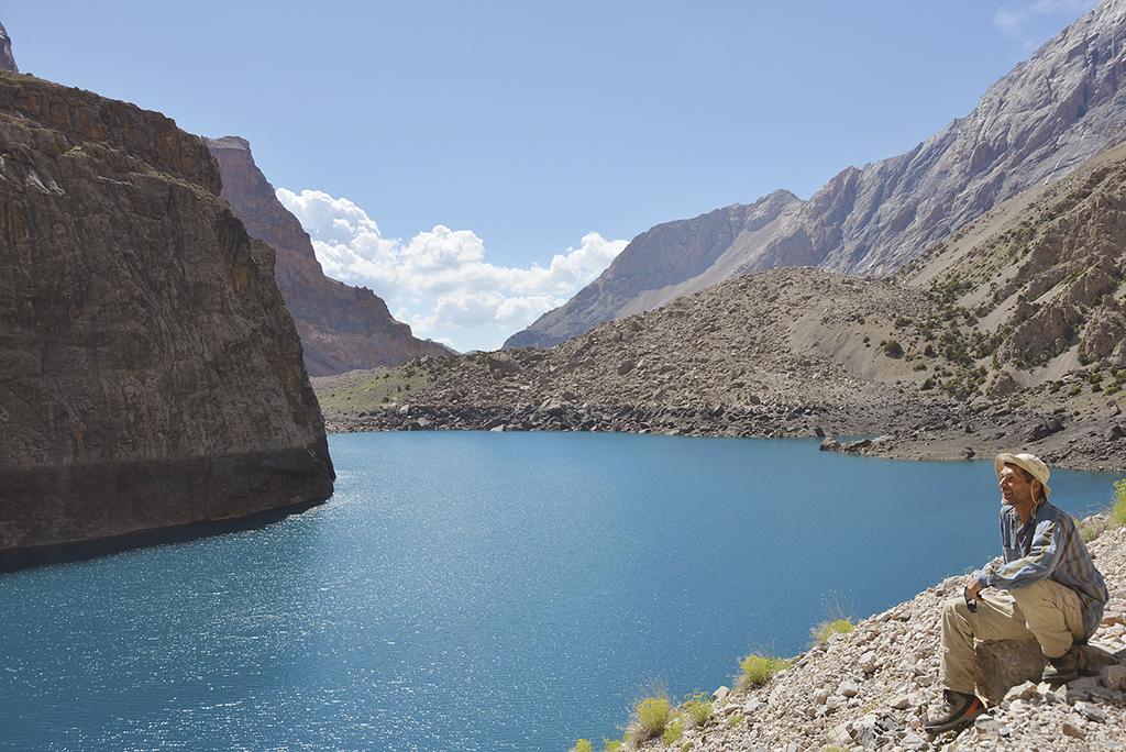 Милуюся яскраво-синім озером Велике Алло втретє в житті. Сюди хочеться повертатися знову і знову