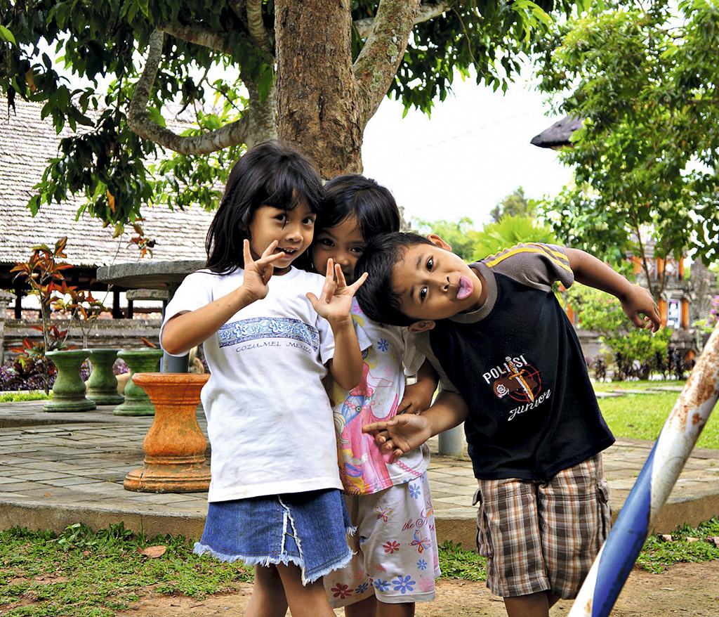 penglipuran_kids_posing