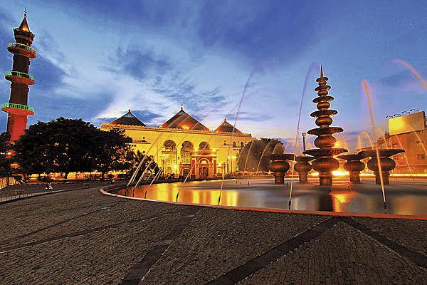 !! Foto-Photo-Masjid-Agung-Palembang-Terbaru-Masjid-Agung-Palembang-Tempo-Dulu-Masjid-Terbesar-Masjid-Unik-Masjid-Agung-Zaman-Dulu-Masjid-Agung-Malam (1)