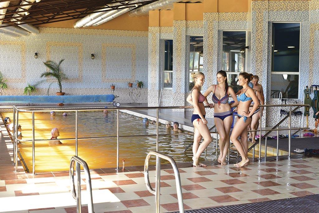 00 бассейн с термальной водой
