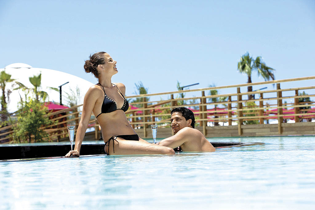 Басейн з морською водою в готелі Kaya Palazzo Golf Resort