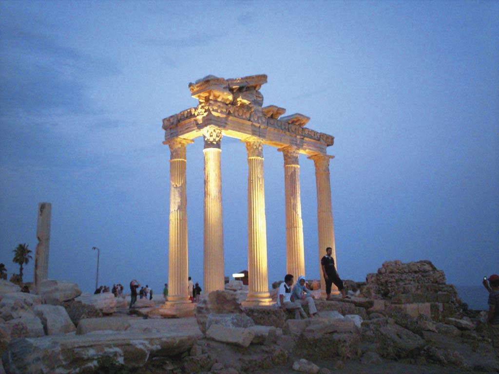 Античні колони в Сіде
