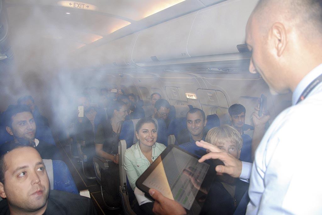 На авіатренажерах екіпажі відпрацьовують позаштатні ситуації на борту
