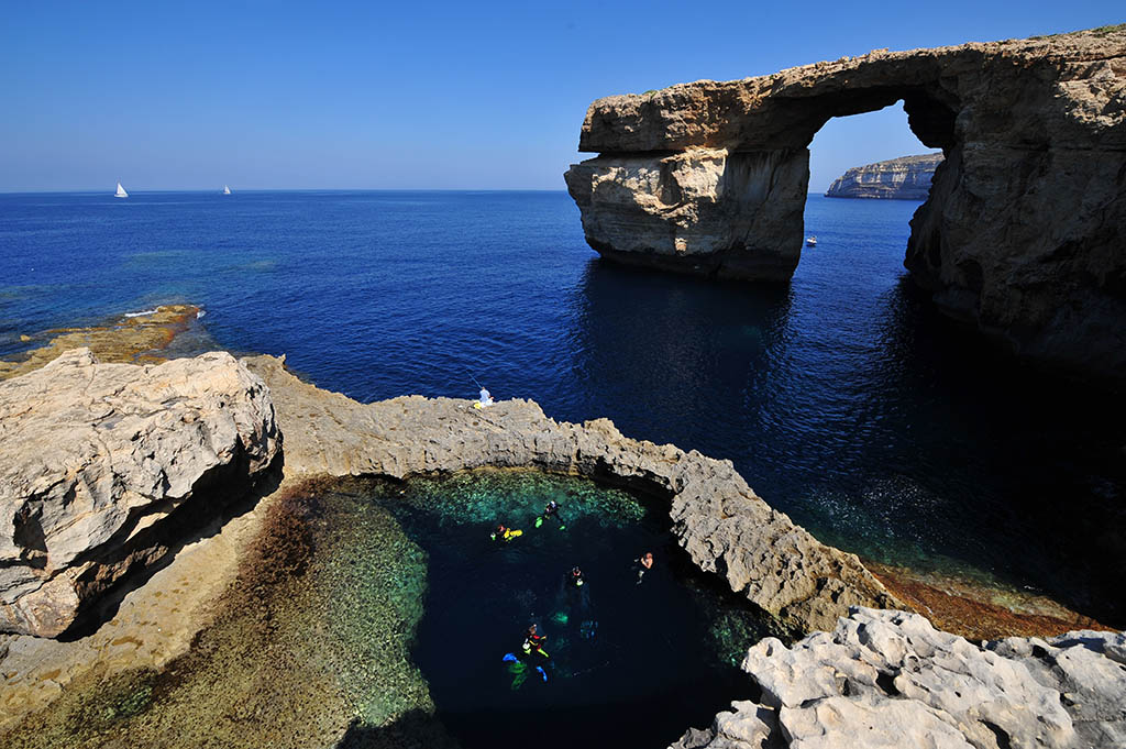 1 Azure_Window_Dwejra_Gozo_before_it_collapsed_on_8_March_2017_11