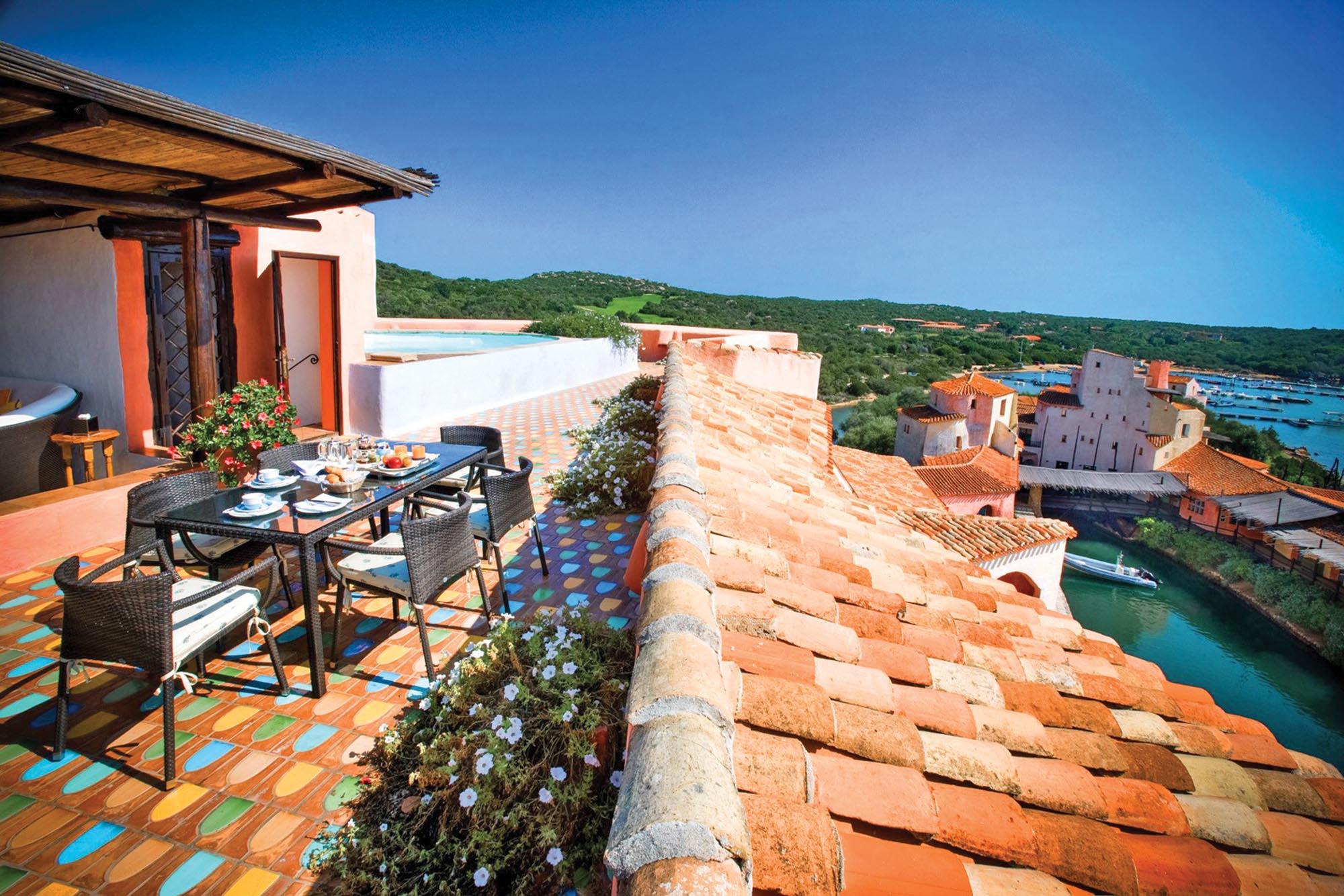 Президентський сьют у готелі Cala di Volpe (три спальні, солярій, басейн і фітнес-зал) коштує  26 тисяч євро за ніч