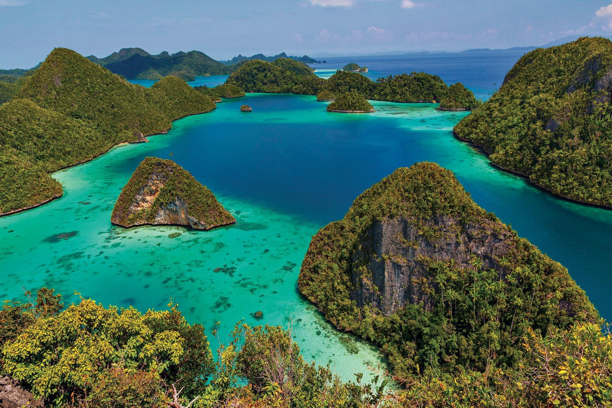 Краєвиди біля острова Вайгейо, на Сході Індонезії, провінція Західна Папуа