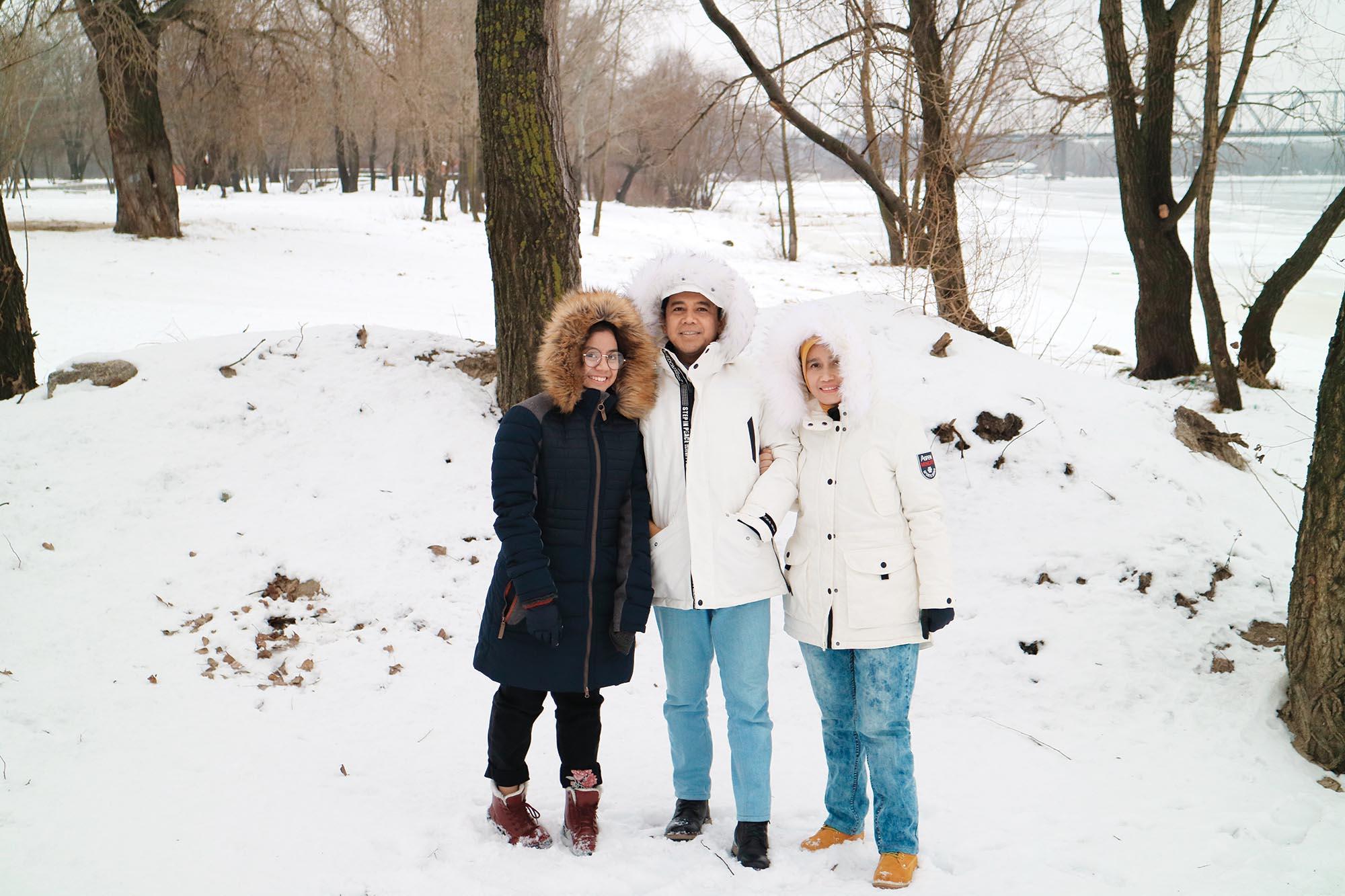 Пан Посол з дружиною та донькою в Україні