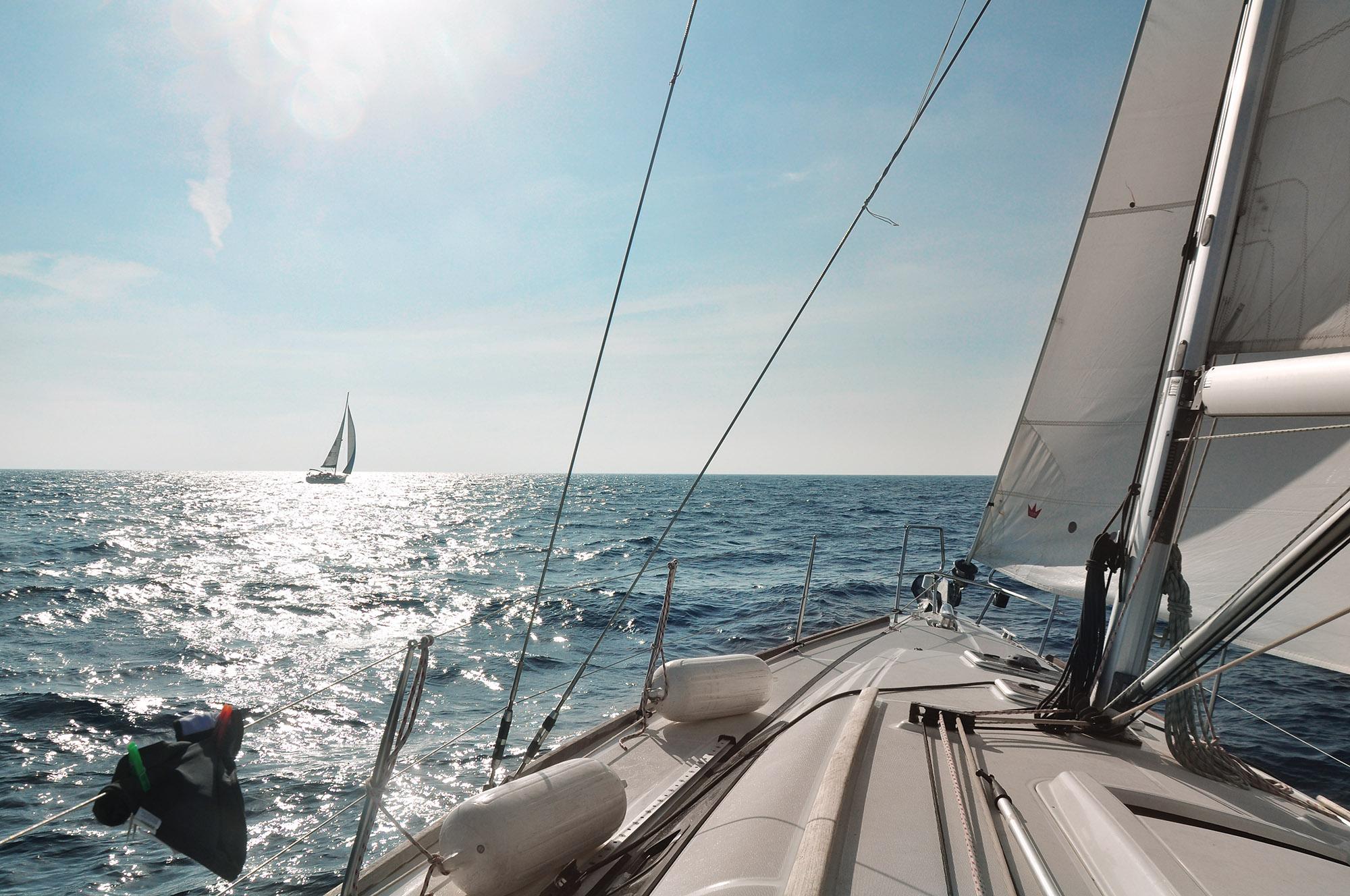 Восени іспанський чартерний флот переходить з середземномор'я на Канари. Там узимку – високий сезон