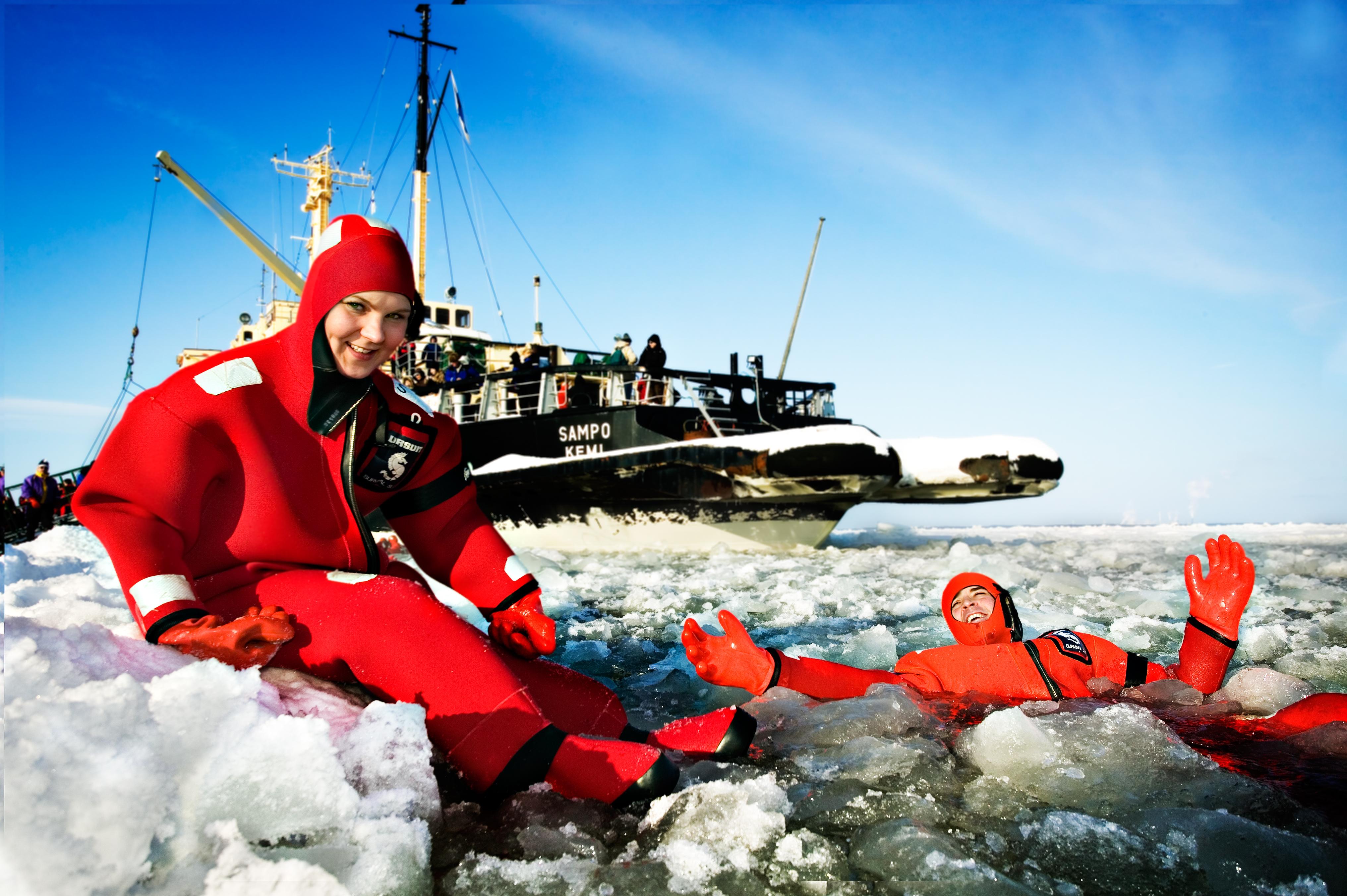 Sampo-Icebreaker-swimmer_3847